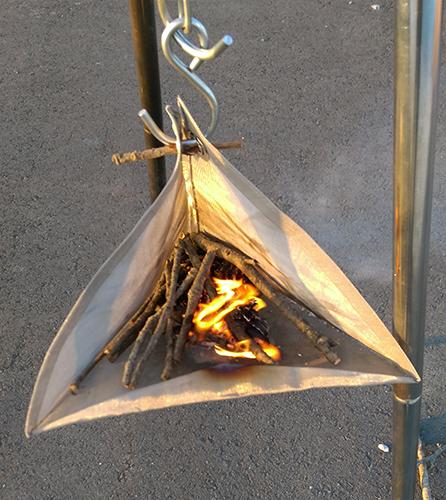吊り下げ式焚き火台