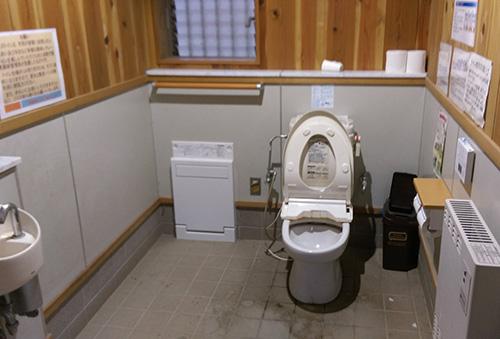 日影沢キャンプ場トイレ内部