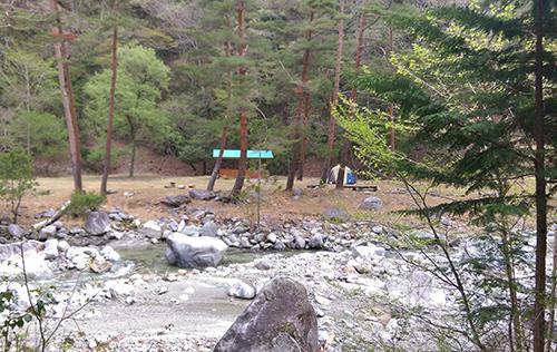 二軒屋キャンプ場川の方からのキャンプ場
