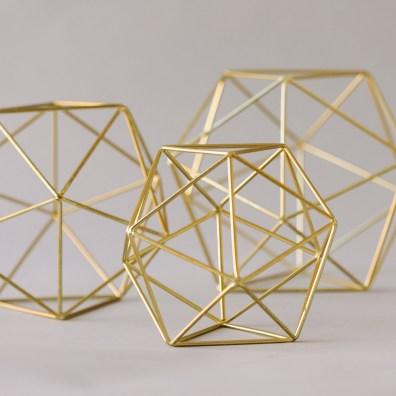 Glassless Geometric Objects