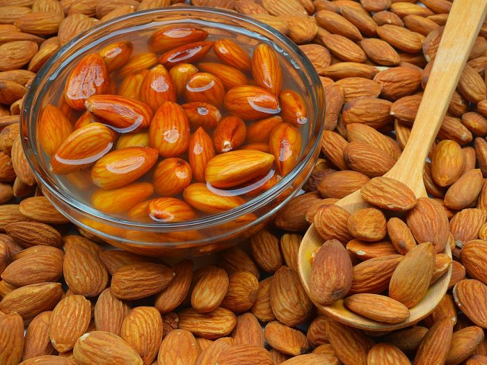 6 Proven Benefits of Soaked Almonds | Organic Facts