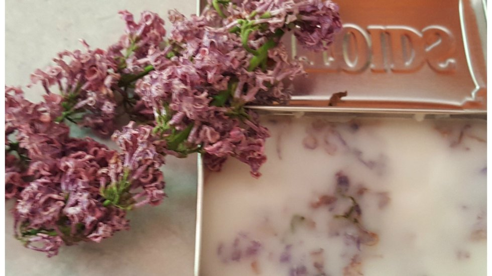 Herbal salve recipe with dried flowers
