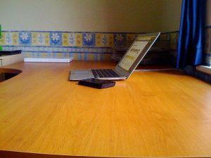 Organiza un escritorio minimalista ¡y a trabajar desde casa! :)