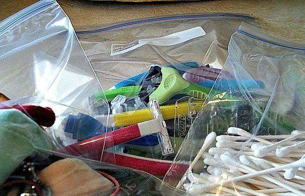 Organizar items en bolsas transparentes