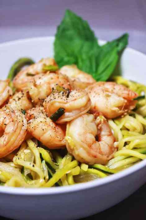 Asian-Shrimp-Zoodle-Dinner-Rollos