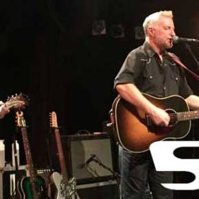 Billy Bragg live in der Fabrik: Der Supercharger war da