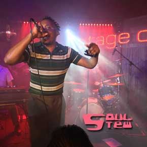 Durand Jones & The Indications in Hamburg: Soul-Messe an unheiligem Ort