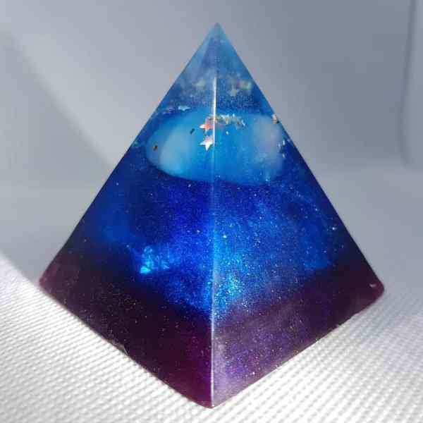 Hidden Strength Orgone Orgonite Pyramid 6cm 2