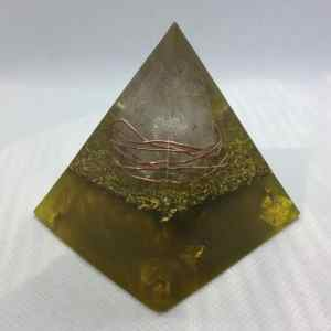 Solar Flare Golden Orgone Orgonite Pyramid 6cm - Huge Clear Quartz Point surrounded by Copper, on a bed of Brass, Herkimer Diamonds and Gold Leaf, like a ray of energy!