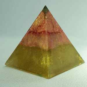 Martian Landings Orgone Orgonite Pyramid 5cm -Fluorite crown above a quartz embrace, with 24 Carat Gold, Brass and Herkimer Diamonds