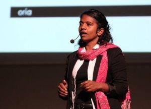 Sandhya föreläser i Borlänge.