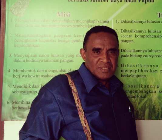 Anggota MRP Papua Barat, Yulianus Thebu