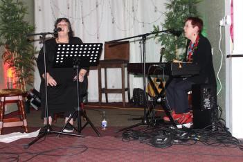 Maighréad & Tríona Ní Dhomhnaill song 2016