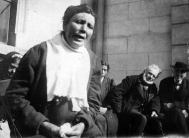Sean-nós singer in Oriel 1912