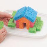 Manualidades-para-hacer-con-niños-Casa-con-esponjas 3