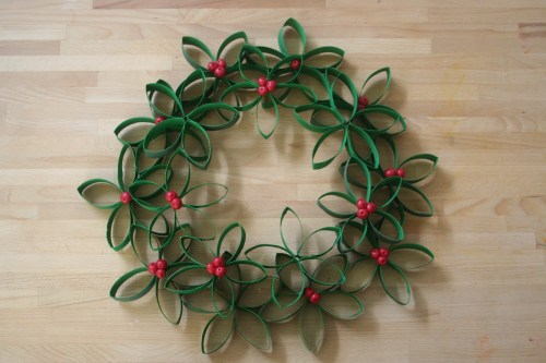 toilet-roll-mistletoe-wreath