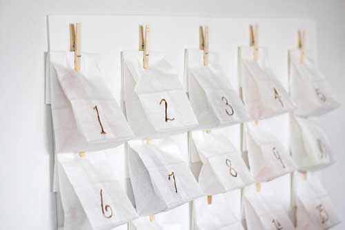manualidad-calendario-de-adviento-con-bolsas-de-papel