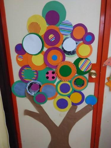 Llega la primavera colecci n de puertas para decorar tu for Decoracion de puertas de colegio