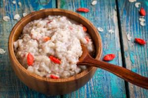Oatmeal with berries goji for breakfast