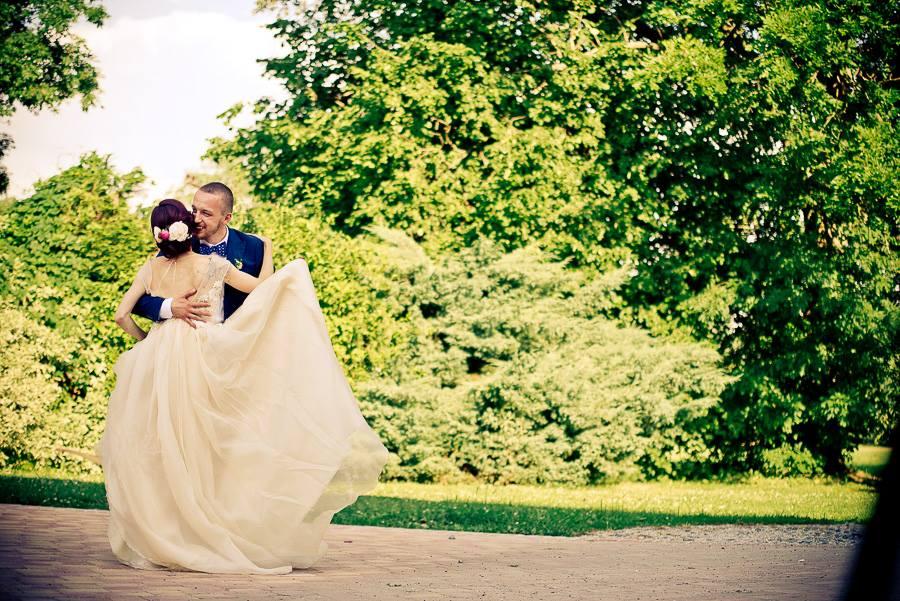 Rustikální svatba v malebné přírodě u vodníka Slámy