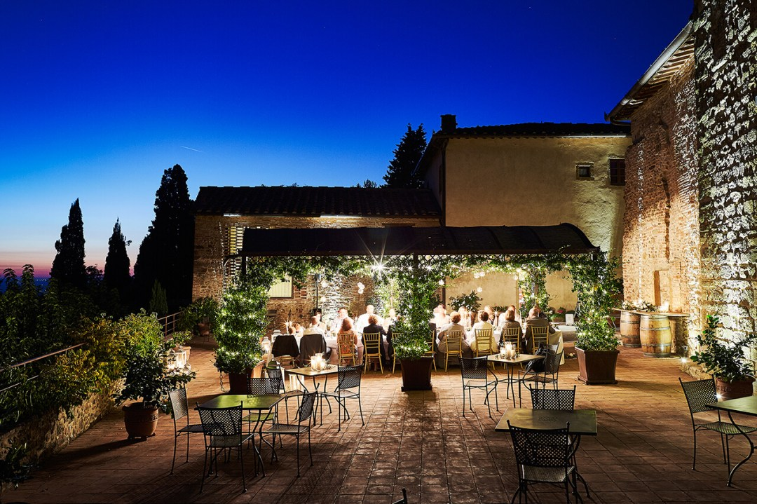 al fresco dinner tuscany