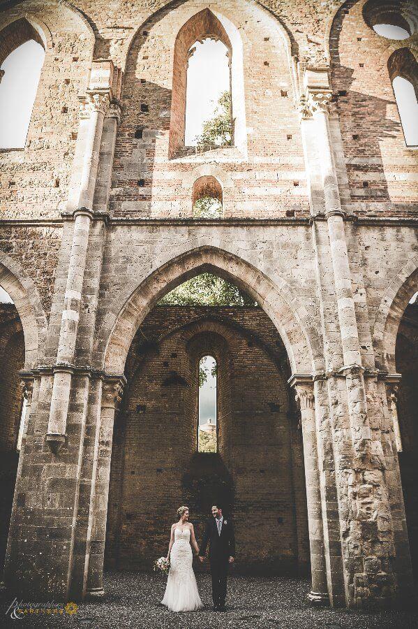 wedding private photo shoot at San Galgano Abbey