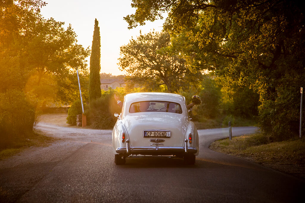 Renting a Vintage Car for Your Wedding