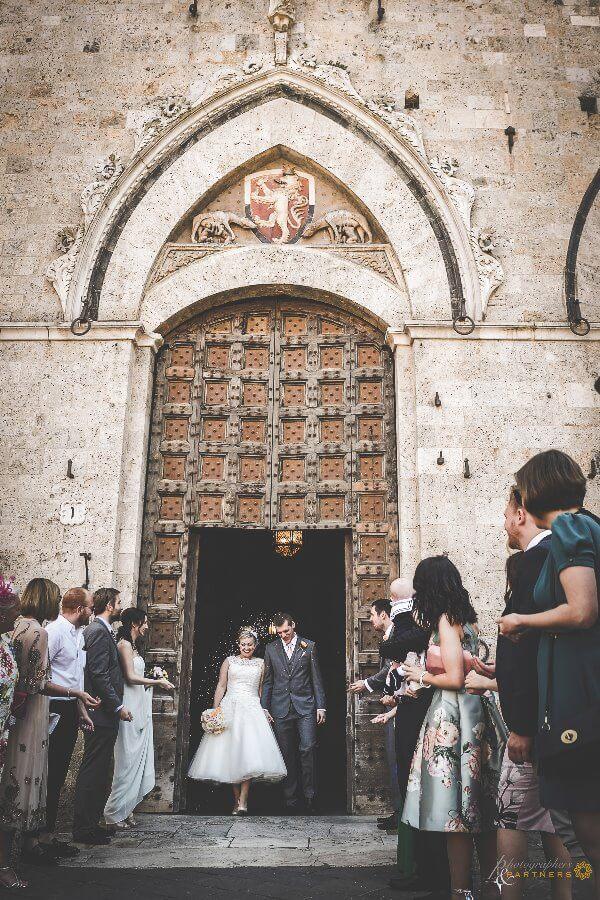 Emma & Alex leave the palace