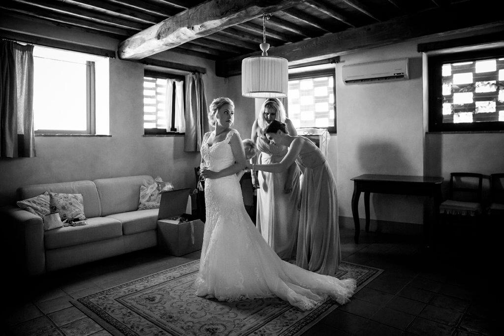 The bride wear the wedding dress