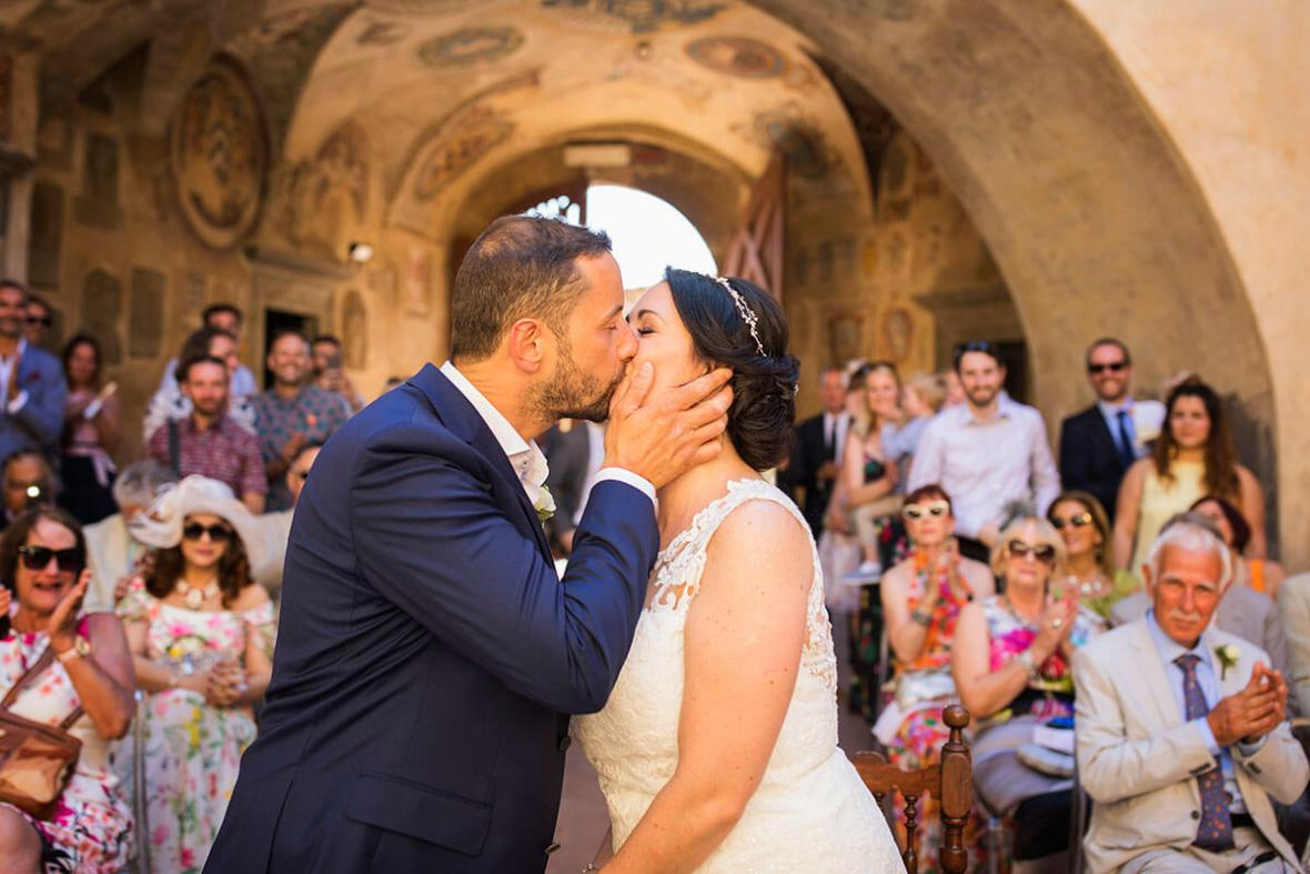 The groom can now kiss the bride