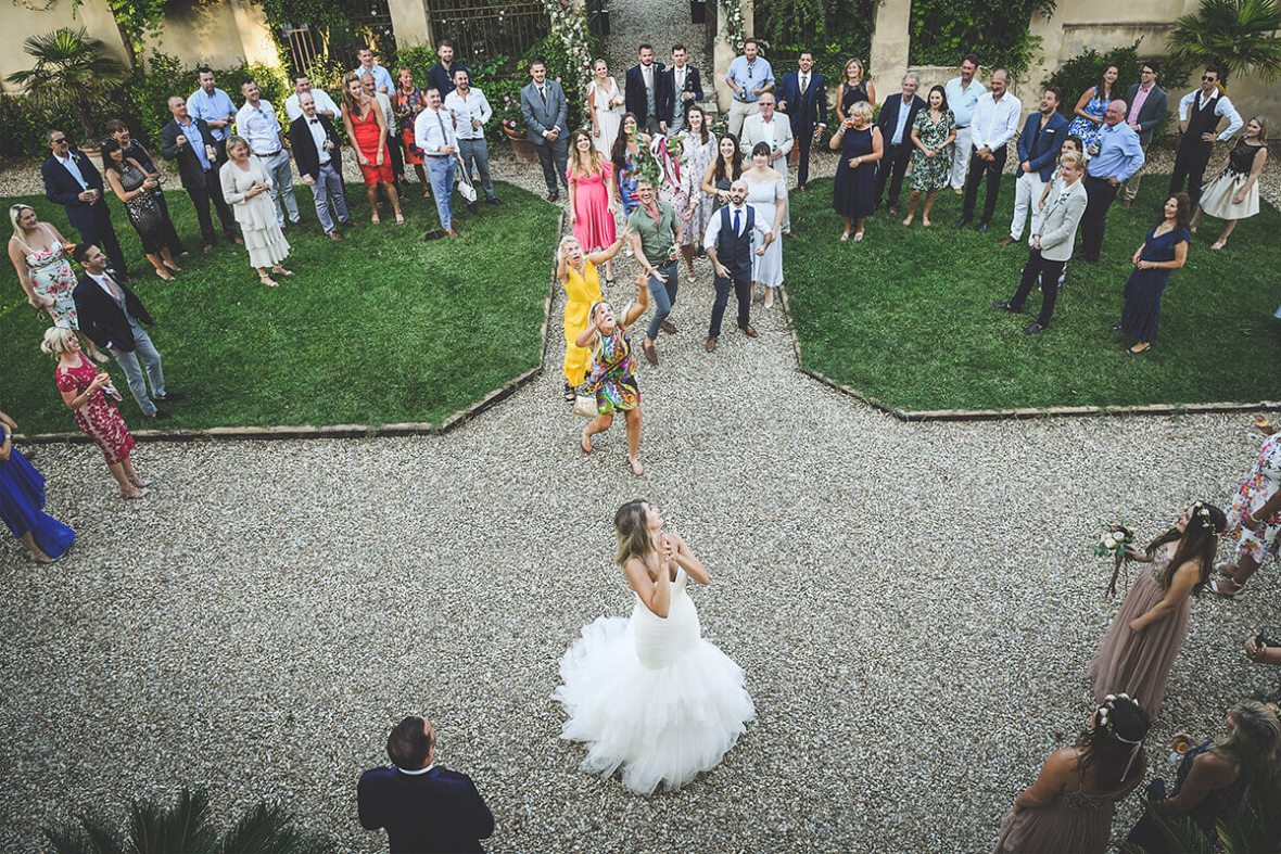 Tuscan wedding in the garden