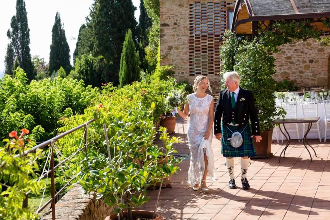 wedding among Tuscan nature