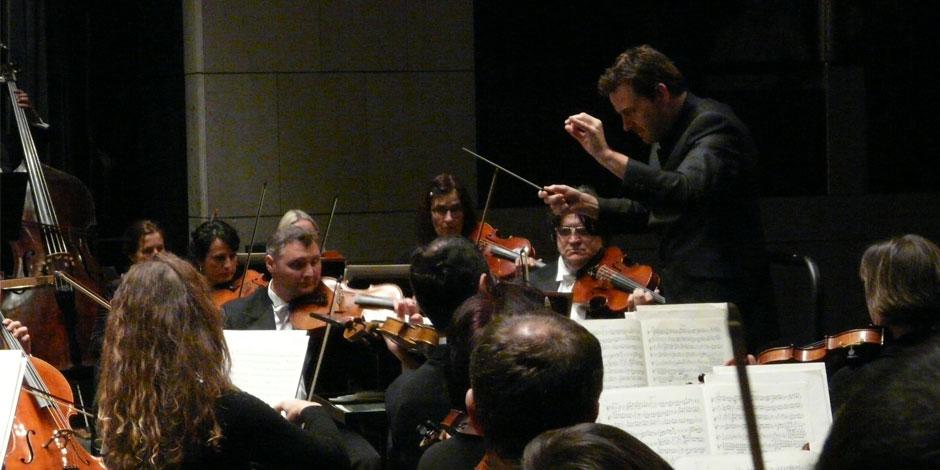 La Orquesta de Extremadura cierra su ciclo de conciertos de abono dirigida por Álvaro Albiach