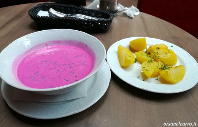la zuppa fredda di barbabietole unaltra star della cucina tradizionale lituana quando ho visto dal vivo il colore di un rosa cos fashion mi venuta