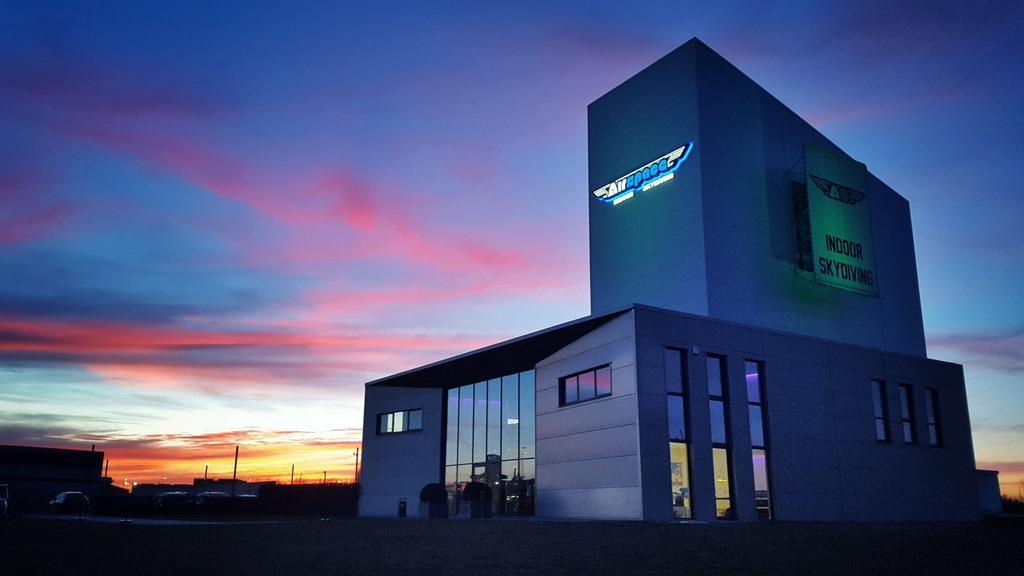 Airspace Indoor Skydiving Charleroi simulatore di caduta libera