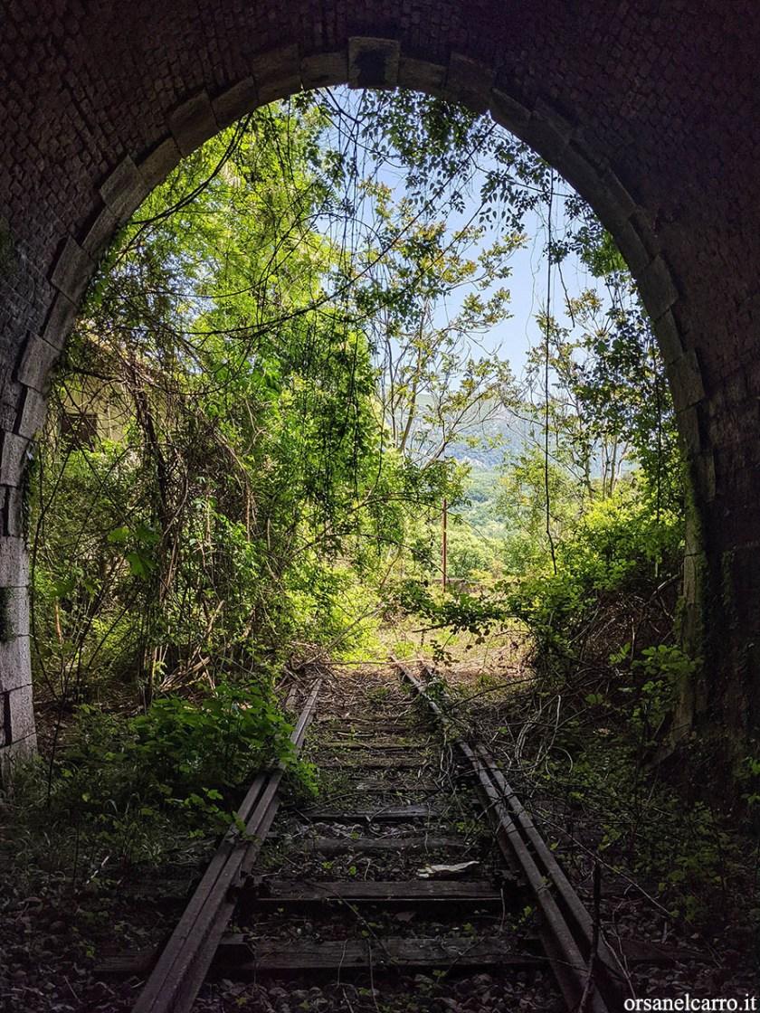 Galleria abbandonata sulla ferrovia Sicignano Lagonegro