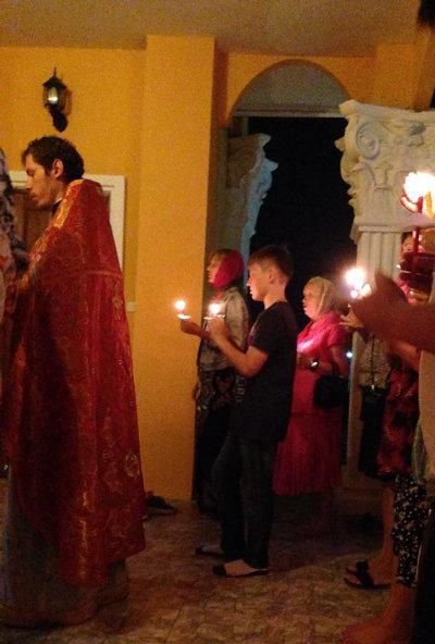 Пасхальное богослужение в храме св. Царственных Страстотерпцев г. Хуахина (пров. Прачуап Кхирикхан)
