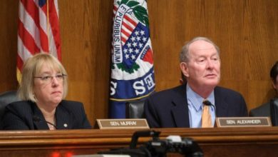 Photo of Lamar Alexander and Patty Murray announce bipartisan Senate deal to prop up Obamacare