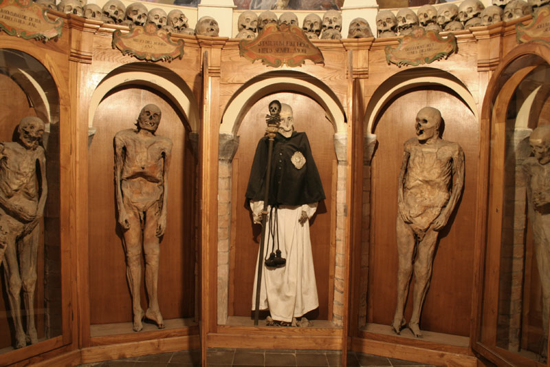 Chiesa dei morti Urbania Mummie