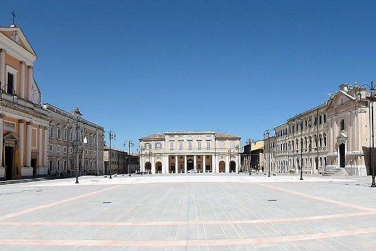 piazza di senigallia nelle marche