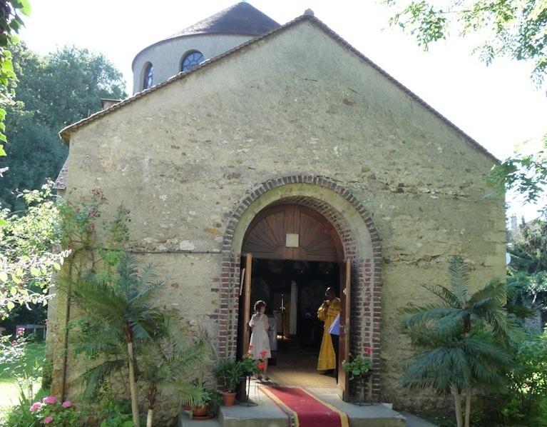 Franţa: Episcoul Nestor a săvîrşit Sfînta Liturghie în Biserica Sf. Serafim de Sarov din Montgeron