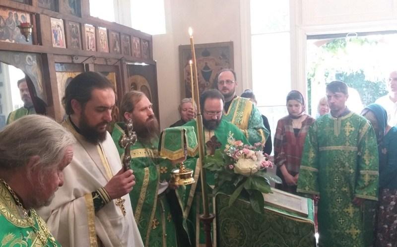 (Română) Biserica Sfântului Duh din Clamart și-a marcat ziua hramului
