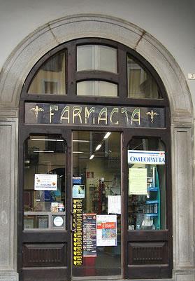 Risultati immagini per la farmacista zitella