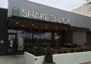 シェイク・シャック (ガーデンステートプラザ店) – ニュージャージー州パラマスのモール内にオープンした人気バーガーショップ