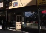 喫茶店ジン – 日本の丼ぶりが味わえるジン・ラーメン隣の喫茶店