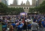 NYレンジャースファン数千人が集結!ブライアントパークでNFLファイナル上映会