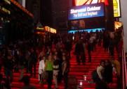 タイムズスクエアーにある赤い階段「Ruby-Red Stairs」に登ろう