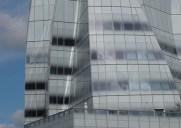 フランク・ゲーリーが設計した氷山のようなビル「IACビルディング」