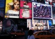 タイムズ・スクエアーに登場した「Forever 21」のスクリーンで拡張現実を体験しよう