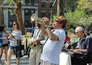 音楽と花が溢れる「ワシントン・スクエアー・パーク」